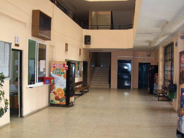 vista de la entrada de instituto