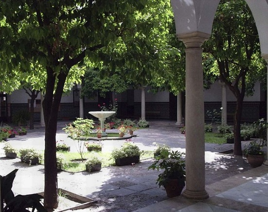 Patio del Instituto
