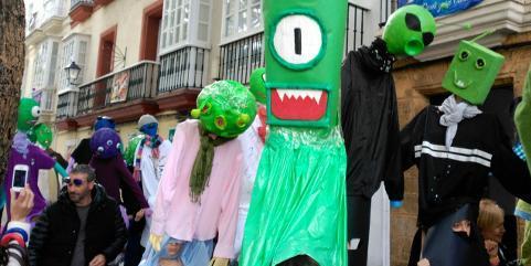 Alienígenas en el pasacalles