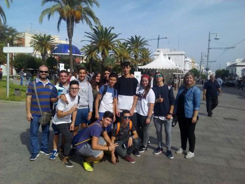 Alumnos de 4º B en la Feria del Emprendimiento de San Fernando
