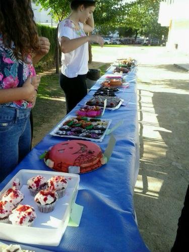 Pasteles elaborados por el alumnado dispuestos para la degustación