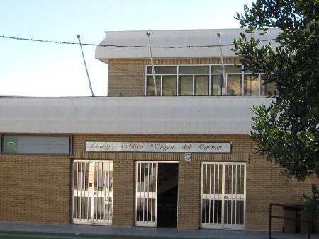 Foto de la entrada del edificio principal