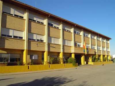 vista del edificio principal del colegio