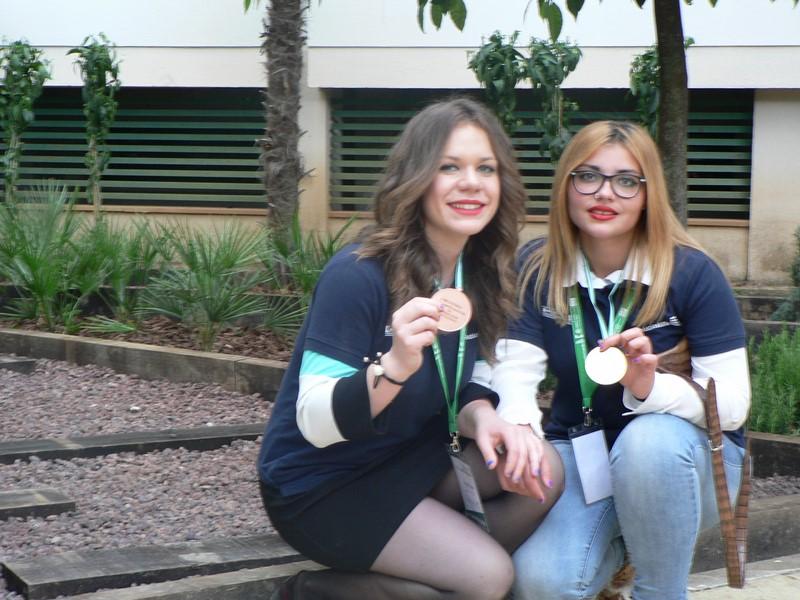 Alumnas concurso jardinería