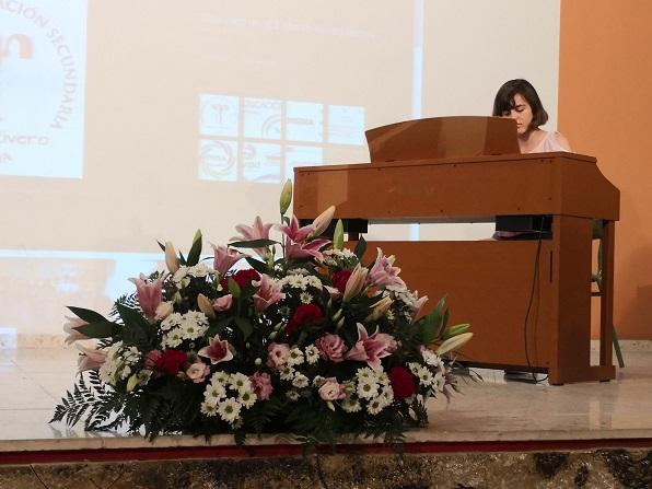 Actuación musical a cargo de la alumna Cecilia Casas de 4º de ESO