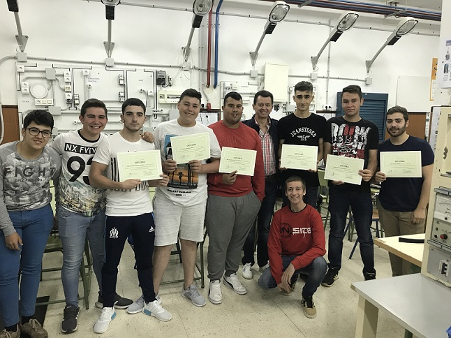 Diploma alumnos  C.F. de Instalaciones Eléctricas y Automáticas
