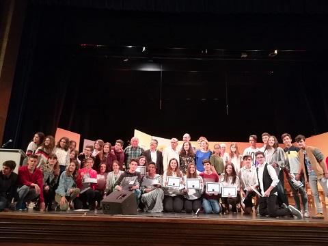 Alumnos y alumnas en el teatro