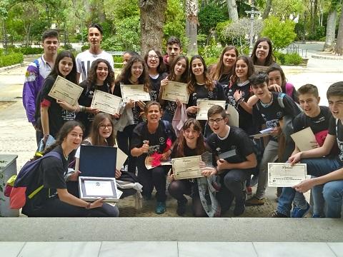 Alumnos y alumnas en la alameda