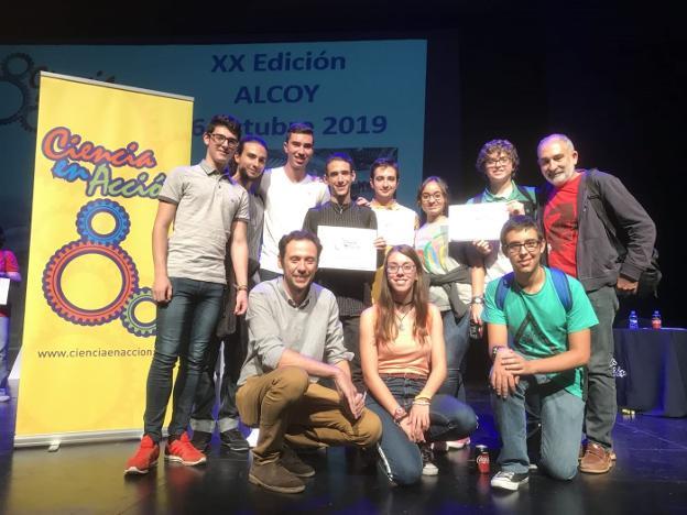 Alumnos con mención de honor en el concurso Ciencia en Acción