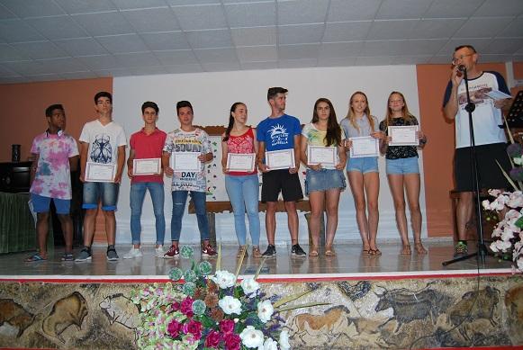 Entrega diplomas alumnos destacados en deportes