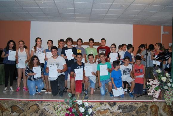 Entrega de diplomas a alumnos destacados en proyectos de investigación