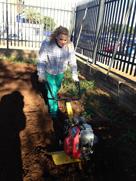 preparando el suelo del huerto