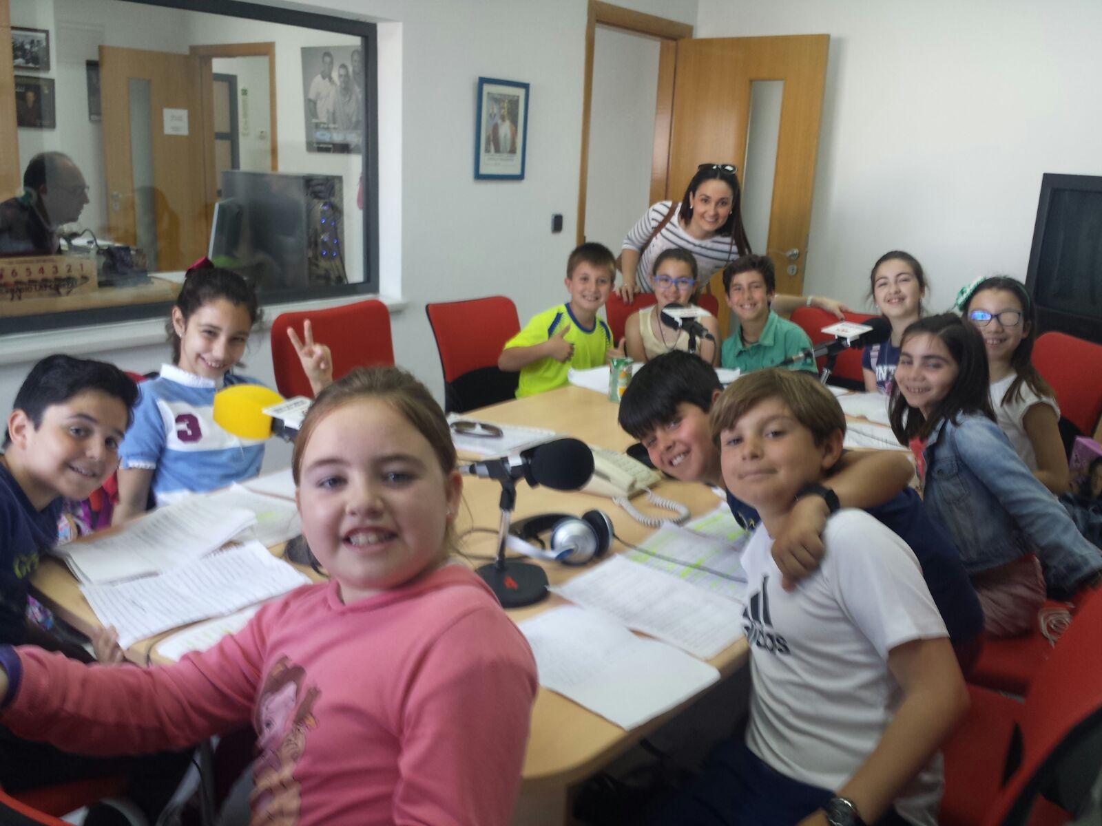Alumnos de 4º de Primaria realizan el programa de radio de flamenco dedicado a los artistas locales y la soleá.