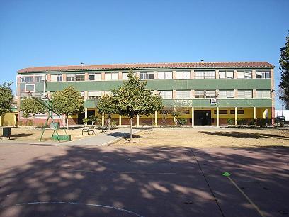 Foto de la entrada del colegio