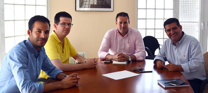 Junta y administradores de fincas de Huelva refuerzan la colaboración en la gestión de comunidades de viviendas públicas