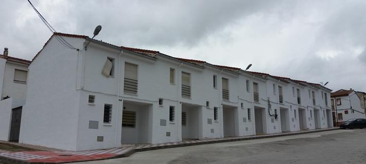 La Junta entrega a familias de Torreperogil seis viviendas que estuvieron cedidas durante un tiempo a la Guardia Civil