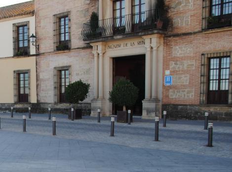 Hotel Alcázar de la Reina. Acceso