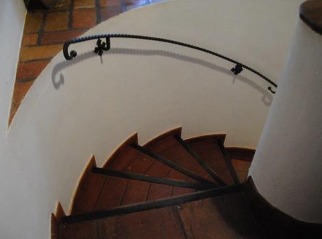 Escaleras de acceso a sala de exposiciones