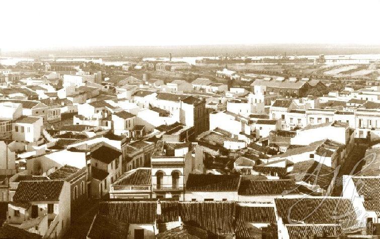 AHPH. F-002/002. Vista aérea de Huelva, orientada al Sur.