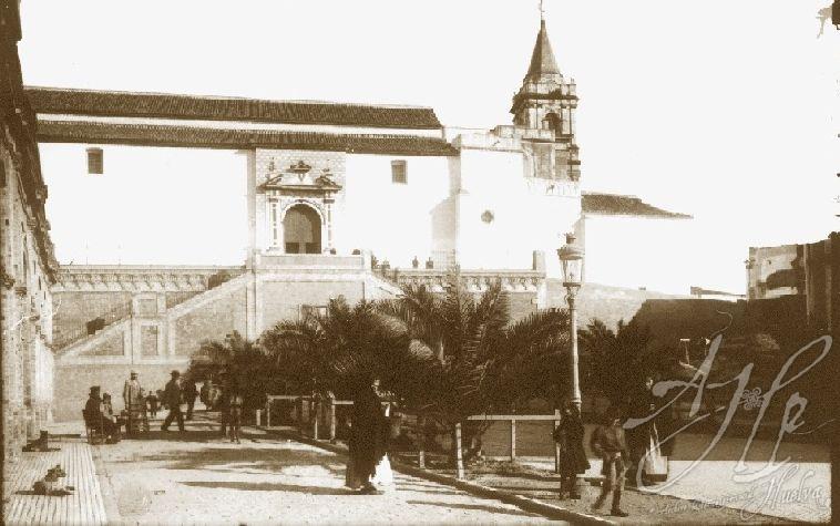 AHPH. F-002/007. Iglesia de San Pedro, vista desde el paseo Santa Fe. Huelva