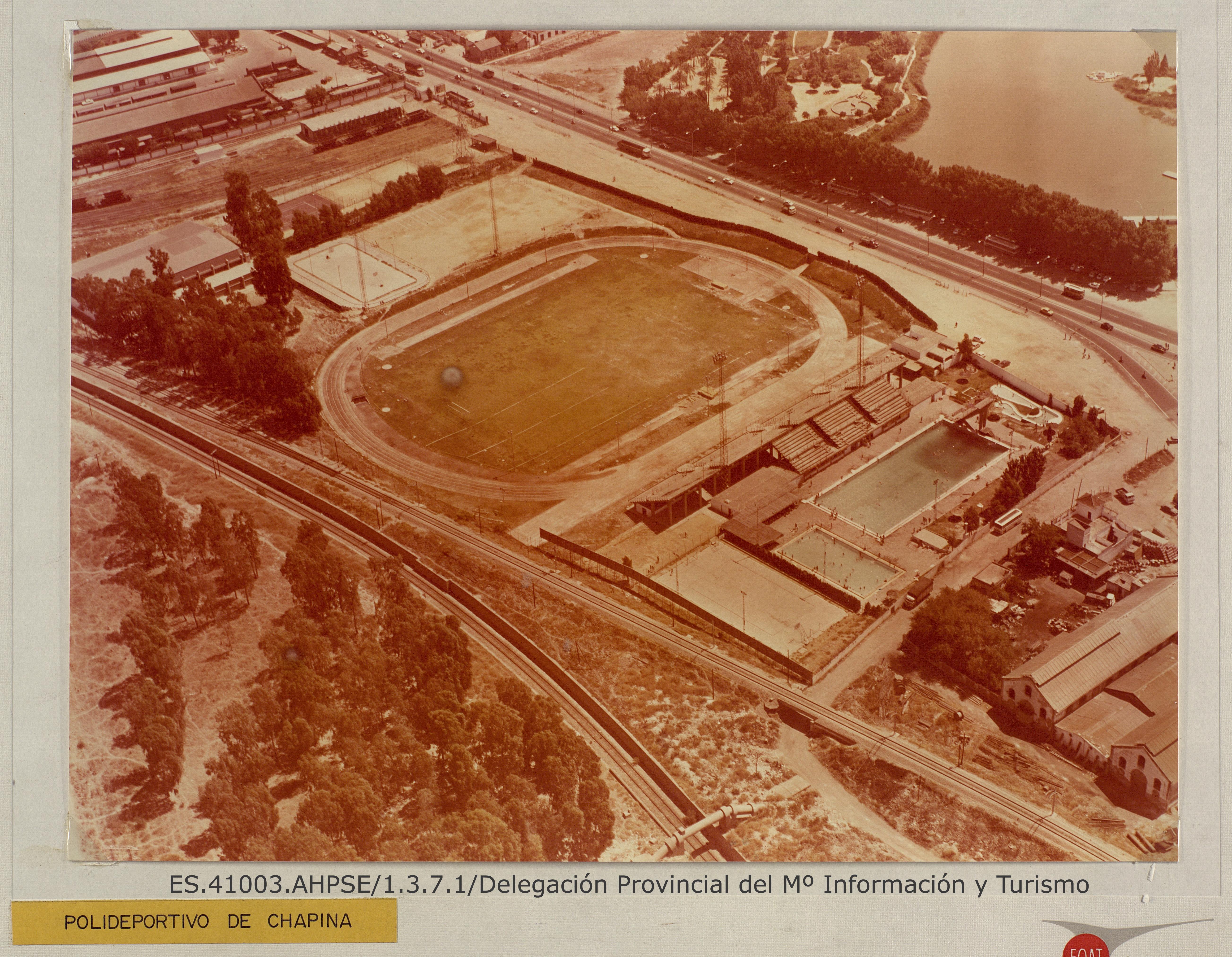 Vista aérea de las instalaciones deportivas de Chapina. Sevilla. [1970]