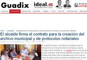 Guadix-El alcalde firma el contrato para la creación del archivo municipal y de protocolos notariales