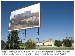 Jorge Yeregui. N-322, Km. 37, 2008. Fotografía a color impresa sobre vinilo adhesivo de alta calidad. Instalación en el CAAC