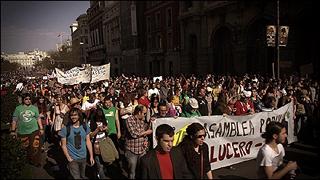 Oliver Ressler. 'Take the Square', Madrid, 2012 ('Toma la plaza, Madrid'). Vídeo, color, sonido, 34'