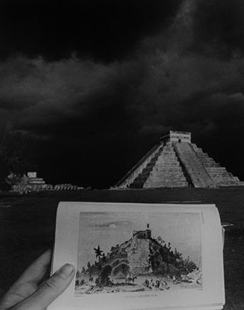 LEANDRO KATZ. El Castillo (Chichén Itzá), 1992/2012. Fotografía B/N. Impresión digital. 50,8 x 40,5 cm.