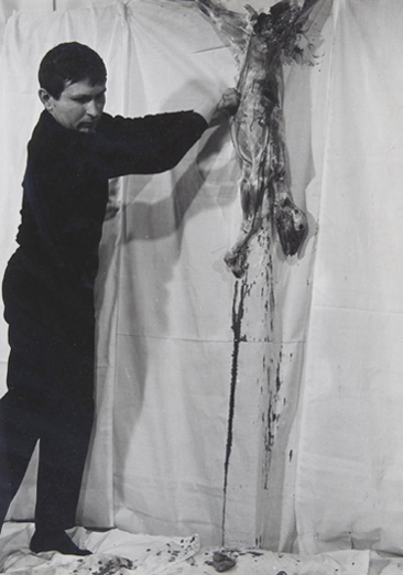 HERMANN NITSCH. 4. Aktion, 21, 1963. 29,5 x 24 cm. Fotografía
