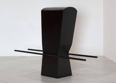 PEPE ESPALIÚ. Carrying VII, 1992. 149 x 51,5 x 140 cm. Hierro pintado