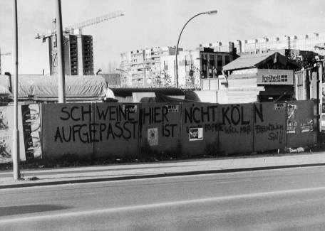PETER FRIEDL. S/t (Berlín), 1996-07. Nº Edición 2/12. 117 x 85,8 cm c/u. 8 posters. Offset
