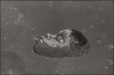 CRISTINA GARCÍA RODERO. Plaine du Nord (cara de niño), Serie Rituales en Haití. Ed. nº 5/7. 2001 (edición 2007). 80 x 119 cm. Fotografía en B/N