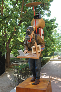 CURRO GONZÁLEZ. Como un Monumento al artista, 2009-10. Medidas variables. Instalación. Escultura en bronce