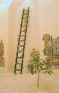 FEDERICO GUZMÁN. La Pinta, 2007. Vídeo y dos esculturas de látex, silicona, goma espuma, alambre y madera