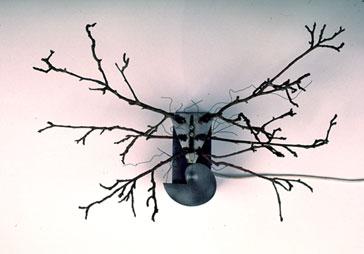 REBECCA HORN. The Drunken Deer, 1987. 42 x 63 x 30 cm. Ramas de peral, estructura metálica, motor y alambre