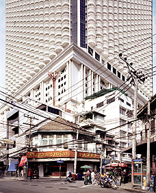 FRANCESCO JODICE. What_We_Want_Bangkok-T24-2003, (Lo que queremos – Bangkok - T24 2003), 2003. Serie What We Want. Ed.nº 6/8. 192 x 150,8 cm. Impresión digital sobre papel Innova FibaPrint Gloss