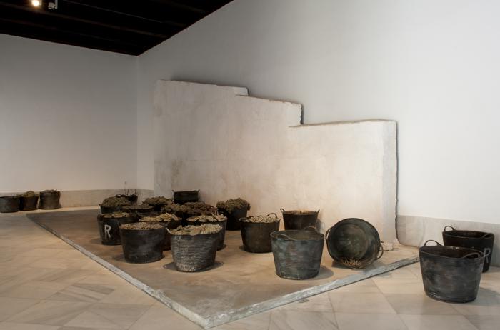 CARMEN LAFFÓN. Espuertas cargadas de uvas, 2006-2009. Bronce pintado al óleo y escayola