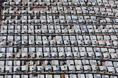 ALEX MACLEAN. Manufactured Housing Surprise, 2005. Nº Edición 2/15. 75,7 x 101,5 cm. Fotografía en color