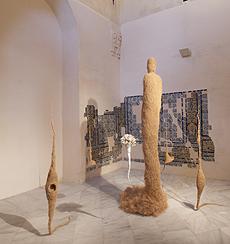 PEPA RUBIO. El jardín de la novia, 1996. 267 x 195 x 170 cm. Fibra vegetal, escayola y alfileres