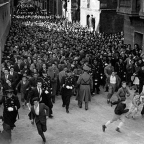 JULIO UBIÑA. Inauguración del Paseo de la Barceloneta, 1959 (copia moderna de 2006). 99,6 x 99,6 cm. Fotografía en blanco y negro