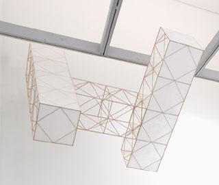 JOSÉ MARÍA YTURRALDE. Estructura volante, 1976-05. 198 x 152 x 50 cm. Construcción en madera de balsa y papel japonés