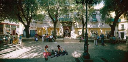 CLAUDIO ZULIÁN. La vida rescatada. El Pumarejo, 2005. Serie 3 x 2 lugares de imágenes compartidas, Nº Edición 1/2. 150 x 300 cm. Fotografía