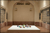 Ai Weiwei. Colored Vases (Jarras pintadas), 2008. Vista de la instalaci�n en el CAAC