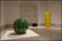 Ai Weiwei. Pillar (2006) | Watermelon (2006) | Bubble (2008). Vista de la instalación en el CAAC