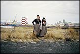 Libia Castro & Ólafur Ólafsson. 'Untitled (Portrait of the artists wearing the Icelandic women's costume; Peysuföt and Upphlutur)' ['Sin título (retrato de los artistas vistiendo ropa de las mujeres islandesas)'], 2000