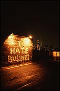 Jessica Diamond. I Hate Business, 1989. Pintura látex sobre muro. Foto: E. Escoda