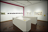 Vista de la exposición Marta Minujín, MINUCODEs curada por Gabriela Rangel y José Blondet, Galería Americas Society, Nueva York, 2010. Fotografía Arturo Sánchez. Imagen Cortesía de Americas Society