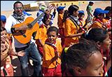 Ali Saida en la Caravana de artistas ARTifariti en los campamentos, campamentos de refugiados saharauis de Tinduf, 2009