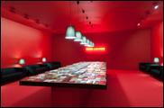 ALFREDO JAAR. Marx Lounge, 2010. Instalación. Dimensiones variables. Colección CAAC. Foto: Guillermo Mendo